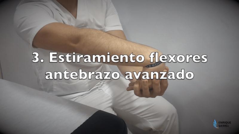 Ejercicios para Epicondilitis estirando los flexores del antebrazo